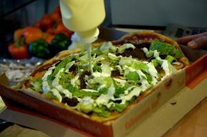 De pizzaingredienser som är allra minst omtyckta är sardeller, banan och musslor. Det visar Onlinepizzas stora undersökning av årets beställningar av pizza.Foto: Maja Suslin/TT