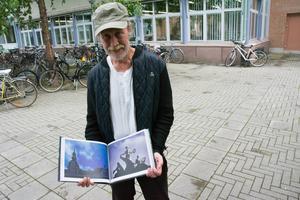 Tor-Björn Gundersen har samlat material i flera år. Boken är sammanfattning om Tor Gundersens konstverk och hans olika epoker.