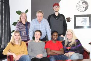 De sju som står överst på Vänsterns lista till kommunfullmäktige i Ragunda kommun. Övrre raden från vänster Anna-Lisa Dahl, Conny Rehnstedt och Johan Blomkvist. Nedre raden Alida Johansson, Sara Lindström, Abdi Muhumed och Eija Dibba.