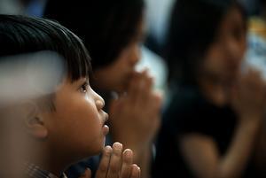 För de unga. En viktig uppgift blir att visa på rätt väg att gå i livet för barnen.