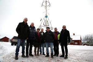 Rolf Almstedt, Hans Andersson, Lilian Spännar, Börje Andersson, Erik Spännar, Göran Gref och Per Svennar, VA i tiden, som uppvaktat politiker  och tjänstemän på lokal, regional och nationell nivå och till slut fick rätt.