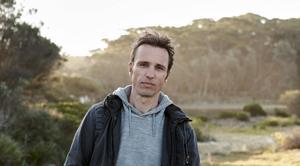 Markus Zusak älskar att läsa, och ser till att krydda sina romaner med läsande.