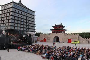2014-08-16 Invigningen av stängda hotellet På lördagen invigdes det stängda hotellet Dragon Gate.