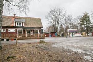 Marken som ligger runt Torö lanthandel skulle kunna användas på ett bättre sätt än den används i dag.