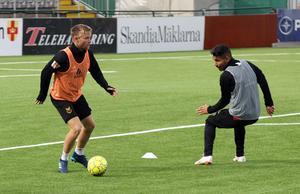 Dennis Widgren och Hosam Aiesh under tisdagens träning.