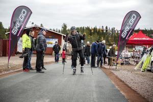 Lennart Käll testar Multiskidbanan på Orsa Grönklitt.