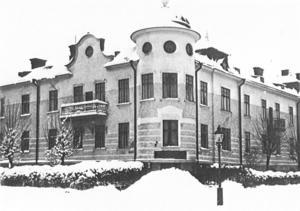 Strömersgatan 15 på en bild från 1930-talet. Från 1948 bodde Margaretha Holmer här under sin uppväxt. Foto: Örebro stadsarkiv