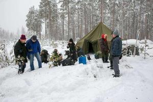 Aktivisterna turas om att bo i tältet. Natten mellan julafton och juldagen fick det vara obebott, men nyårsafton