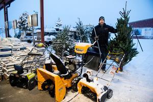 På Granngården tog snöslungorna slut när snön kom och många kunder fick vänta på ny leverans.