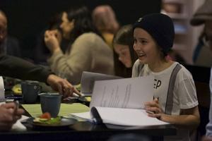 Abbe Olsson gör rollen som den unga pojken Sten i föreställningen.