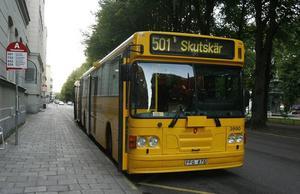 """""""JOBBIGT"""". Framtiden för bussförarna i Norduppland är oviss efter att upphandlingen om den regionala busstrafiken överklagats."""