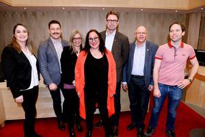 Koalitionen i Region Jönköping är inte fattig och måste kompensera sina medarbetare bättre, skriver artikelförfattarna.