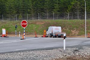 Ännu är det bara Svevias fordon som kör på den nya vägen men i samband med invigningen är det meningen att sträckan ska öppnas för trafik.