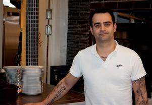 Kennedy Demir, restaurangchef på Alberts Pub & restaurang. Foto: Camilla Segerberg