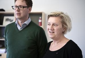 Socialdemokraternas Carina Ödebrink och Marcus Eskdahl.