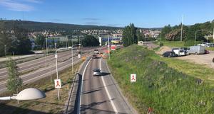 Gamla E4 i Sundsvall ska asfalteras. Under morgonen och i eftermiddag kommer det att bli störningar i Skönsberg.