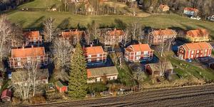 Bruksbostäderna vid Vargheden i Kolsva. Foto: Fastighetsbyrån Köping.
