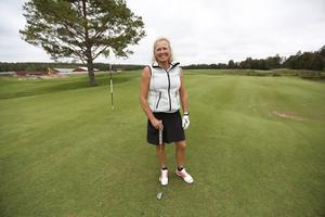 Monica Jonsson från Hofors Golfklubb trivs på Rättviks golfbana.