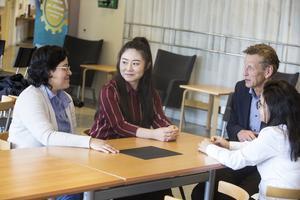 Lizbeth Peréz, Zhiping Li, Jyotsna Nanda och Samarkands VD Lars Lindblom.