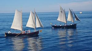 Ungefär en halvtimme in i tävlingen tog denna bild ute på Ålands hav: Åländska Aspskärs Stina till vänster och till höger syns Margaretha af Qvarken från Vasa, Österbotten. Foto: Lars Nylén