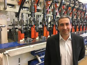 Juan Montes är en nöjd vd för verksamheten vid Emhart i Sundsvall, som nyanställt ett 30-tal personer de senaste två åren.