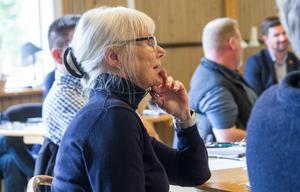 Bodil Eriksson (LB) är kritisk till kommunalrådets beslut att åka till Skottland.