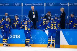 Leif Boork försöker samla sina styrkor i OS-kvartsfinalen mot Finland. Det gick inte så bra för de svenska medaljdrömmarna mosades. Bild: Carl Sandin/Bildbyrån