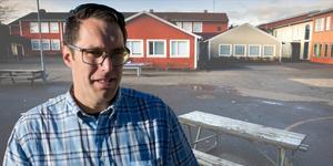Daniel Nilsson, Nykvarnsbo och tvåbarnspappa som tidigare överklagat kommunens sparkrav i skolorna. Han samlade in cirka tusen underskrifter i protest mot nedskärningar i skolorna i Nykvarn. Bilden är ett montage.