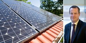 Debattörerna vill ha besked från energiminister Anders Ygeman (S) om solcellsstödet. Foto: Fredrik Sandberg/TT och Björn Larsson Rosvall/TT