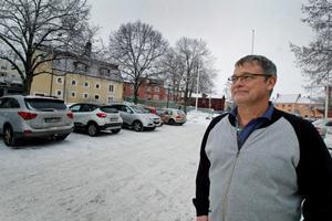 Mats Aronsson är trafiksamordnare på Hedemora kommun. Bara under fredagen 12 januari har han sett till att sex bilar körts till bildemonteringen.