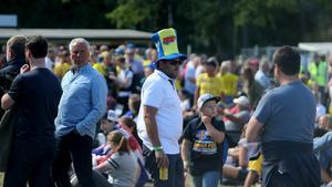 Svenska fotbollssupportrar laddade upp med VM-kvartsfinal – men speedwayen blev kvällens glädjeämne.
