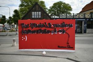 SD-banderoll som sprejats över i Visby.Foto: Vilhelm Stokstad / TT