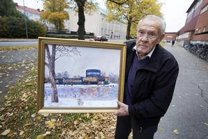 Lennart Sundberg har målat en tavla som han vill överlämna till sin gamle klasskamrat Sven-Bertil Taube som sjunger i Konserthuset i Gävle på lördag.