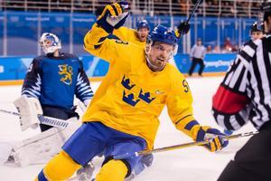 Anton Lander jublar efter att ha gett Tre Kronor ledningen med 1–0 i den första perioden mot Finland. Bild: Joel Marklund/Bildbyrån.