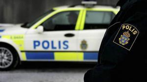 Polisen omhändertog en full man med kniv.