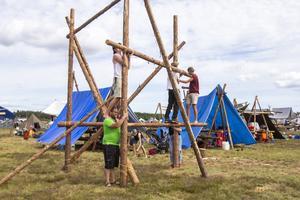 Många scouter väljer att bygga egna verk i sin lägerplats, några mer vågade än andra.