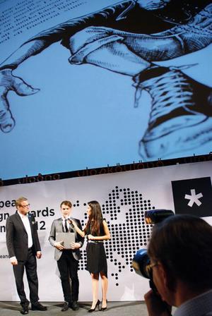 Gustav Grut vid prisutdelningen i Helsingfors.Foto: Ellen Grut