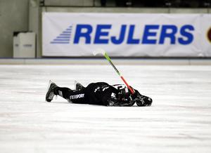 Magnus Muhrén hade skadeproblem efter att ha fått en smäll tidigare i matchserien mot Bollnäs. SAIK-stjärnan kom till spel i den avgörande matchen, men tvingas bryta redan i första halvlek. Bild: Pernilla Wahlman / SCANPIX