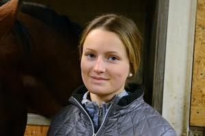 Michelle får stipendiet bland annat för på det viset hon visat sin kärlek till de hästar hon har.