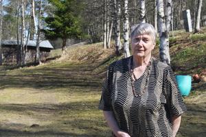 Berit Olsson hemma vid familjehemmet i Kolsta som är hennes absoluta favoritplats. Här bodde hon tillsammans med sin familj som barn.