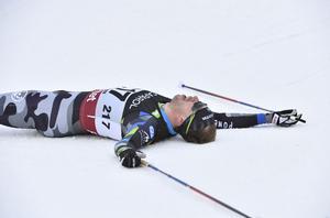 Emil Jönsson vann guld på 15 kilometer. Men i sprinten missade han pallen.