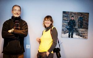Anders Sunesson och Cathrine Johansson står för urvalet av den konstnärliga utsmyckningen och konstverk ur samlingarna som Olof Astrup Hällqvists målning.