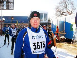 – 50-årskrisen, skrattade Kjell Svedberg från Storvik och berättade att det var tio år sedan han sist åkte de nio milen.Kjell har tränat hemma i Storvik där fina spår lockat många stockholmare att förbereda sig.