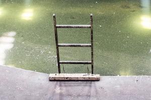 En anställd på Fiskarhedens Trävaru AB i Transtrand föll från en stege och bröt armen i fallet. Obs: Bilden föreställer en annan stege.