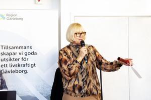 Elisabeth Winsjansen med den symboliska stafettpinnen.