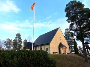 En rad par knöt hymens band i S:t Lars kyrka denna fredagseftermiddag.
