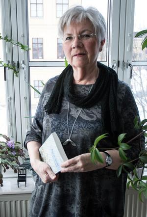 """""""Jag läser gärna feegood själv, gillar att upptäcka glimtarna i vardagen, att se möjligheterna"""" säger Eva-Mari Heimer."""