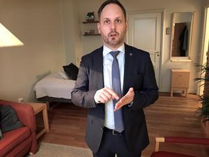 Jörgen Berglund trivs bra i lägenheten, den tid han hinner vara där.
