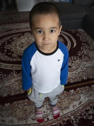 För barnens skull. Fyraårige Belal och hans systrar skulle bli hemlösa i dag, torsdag, om inte Ahmad Malik och andra engagerat sig. Nu får familjen en tillfällig lösning, men behöver ett eget boende.