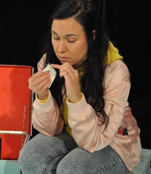 Elina Israelsson spelar Ella.Foto: Kurt Hermansen.
